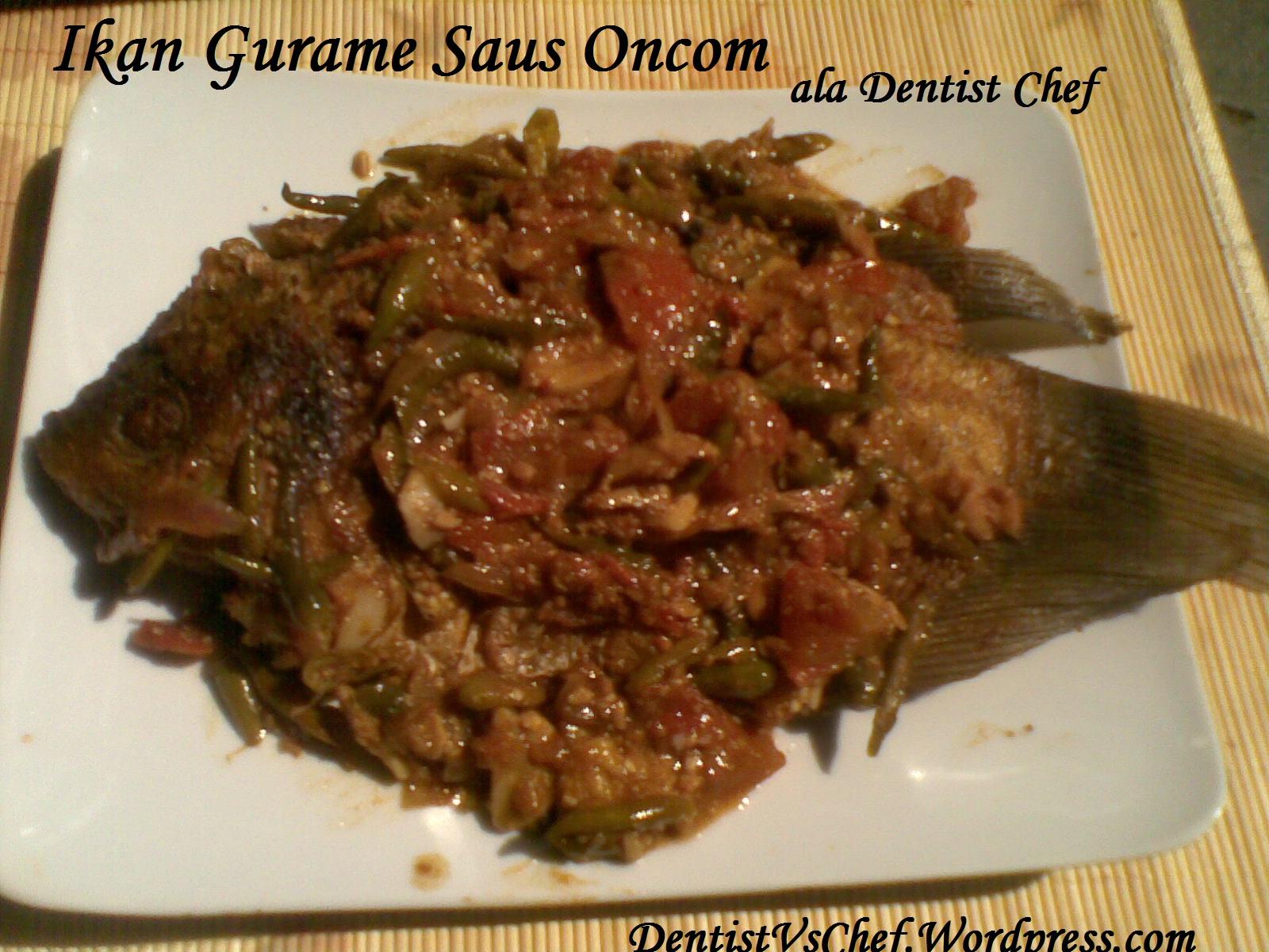Ikan gurame yang digoreng garing berpadu dengan saus deengan campuran