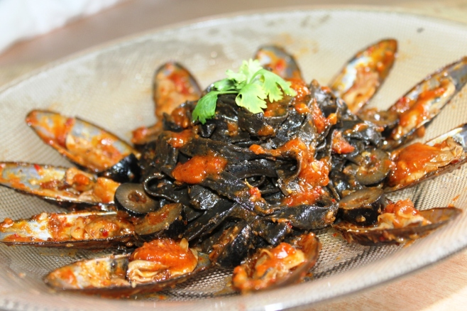 Squid ink pasta mussle recipe tomato sauce
