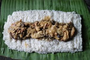 resep ketan isi ayam bungkus daun pisang