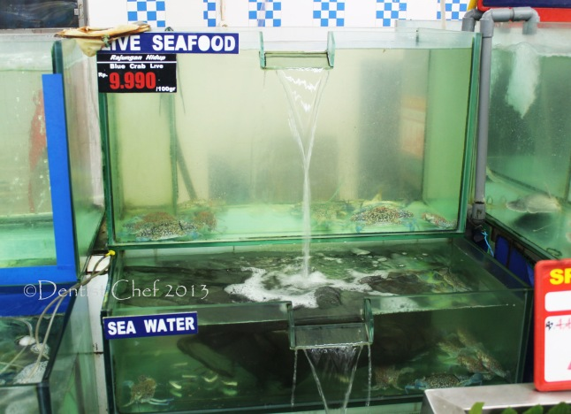 live blue crab in aquarium grand lucky supermarket