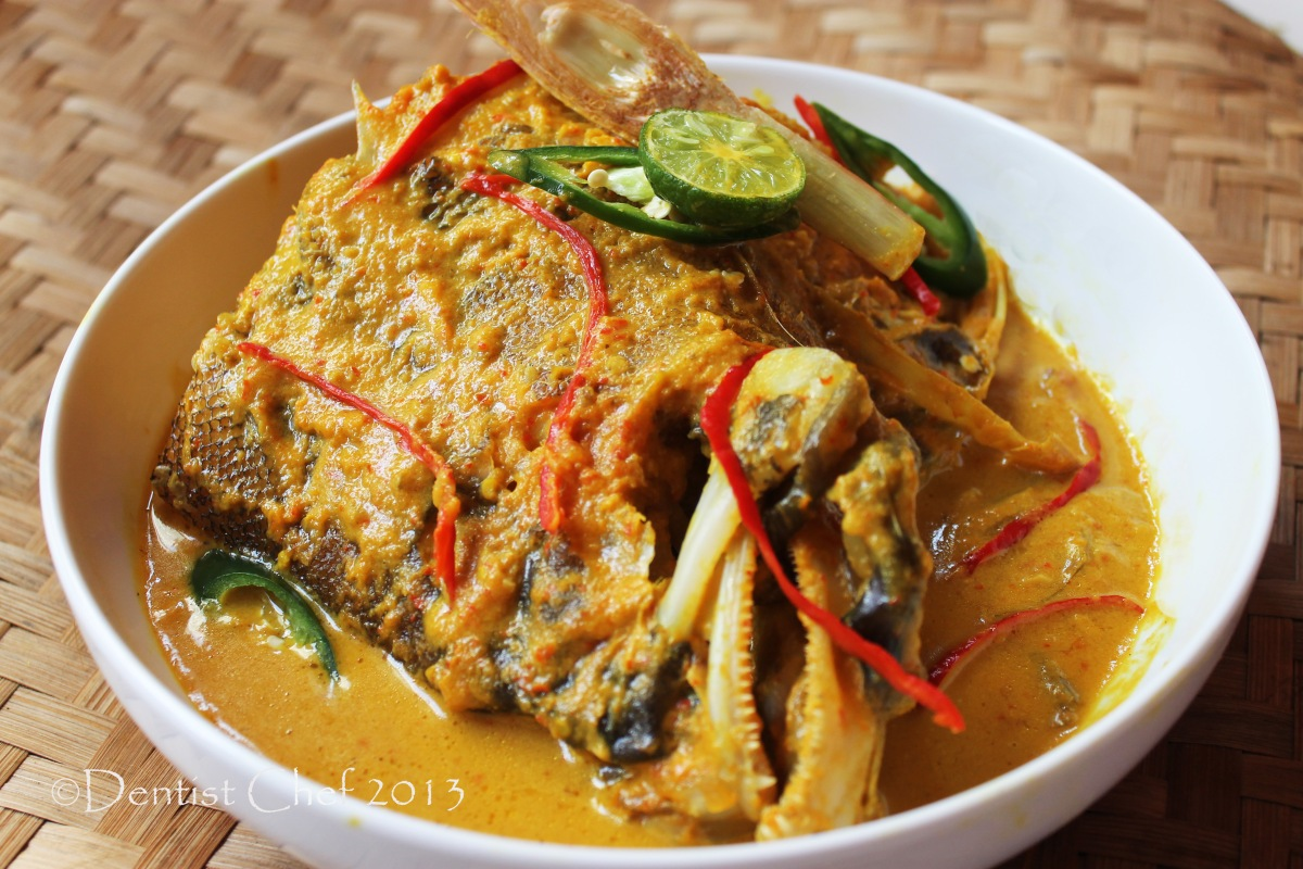 Resep Woku Ikan Belanga Khas Manado (Manadonese Spicy Fish Curry Soup)