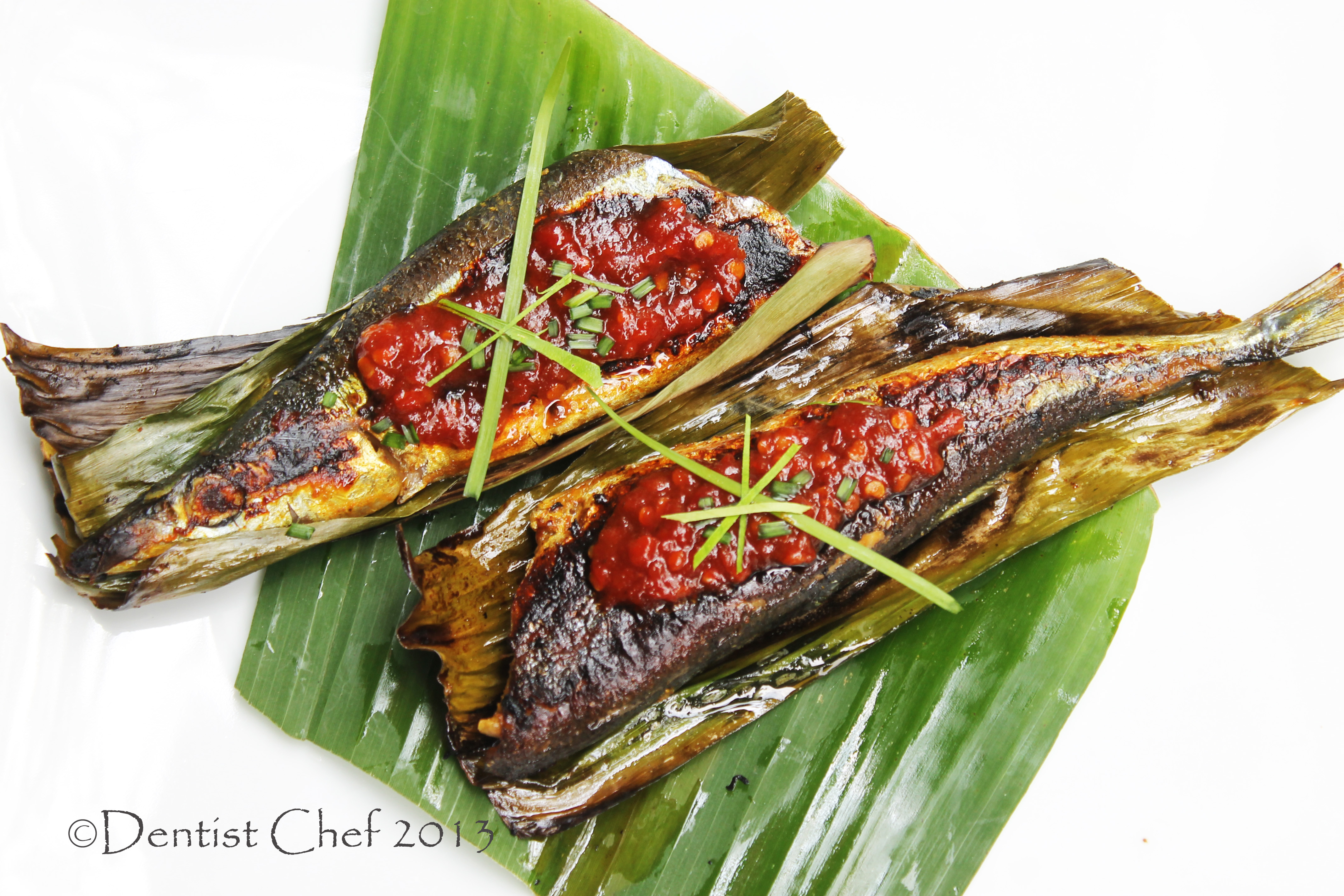 Grilled Broiled Pacific Saury Sanma Pike Mackerel Fish in Banana Leaf ...