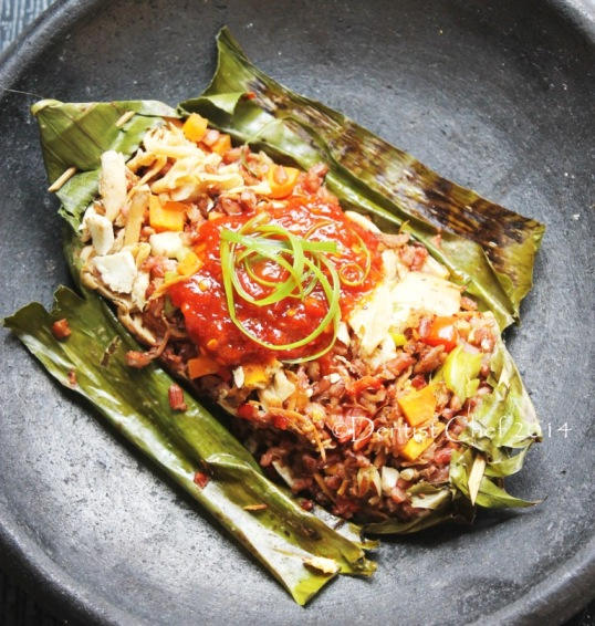 Recipe red rice wrapped in banana leaves