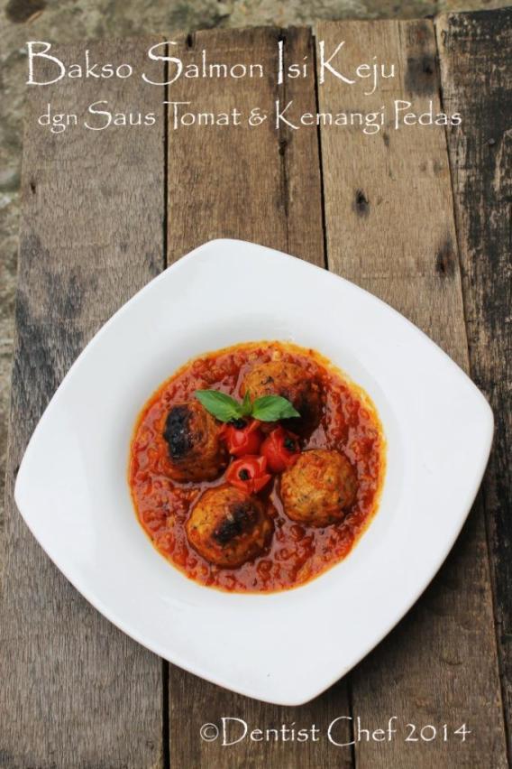 bakso ikan salmon pangang isi keju saus tomat kemangi pedas