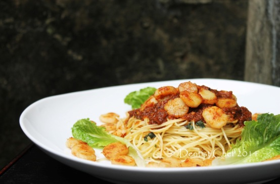 recipe pasta roasted garlic tomato sauce spaghetty scallops pan seared