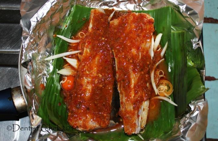 how to grilled stingray chili sauce sambal banana leaves barbequed stingray skate flat fish recipe