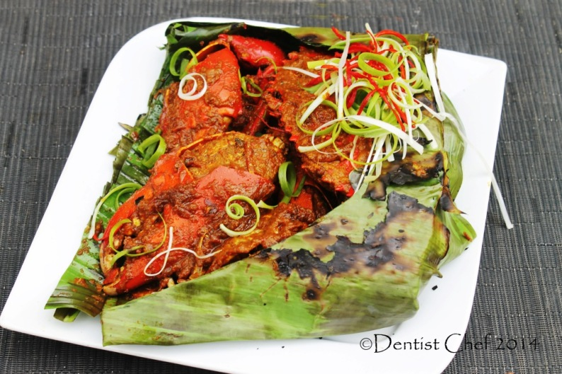 kepiting bakar asap resep kepiting papua bumbu pedas grilled crab spicy chili shallots garlic shrimp paste wrapped banana leaves