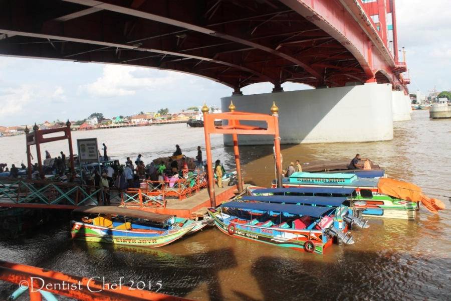 palembnag pelabuhan sungai musi dibawah jembatan ampera toyota agya blog contest