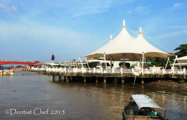 restoran kampung kapitan palembang sungai musi jembatan ampera agya