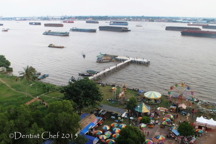 sungai musi kapal tongkang batubara coal boat in musi river  toyota agya blog contest