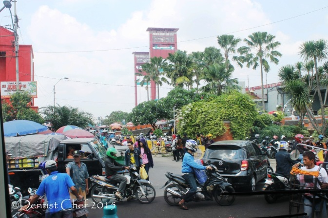 traffic palembang city crowded city mobil toyota agya