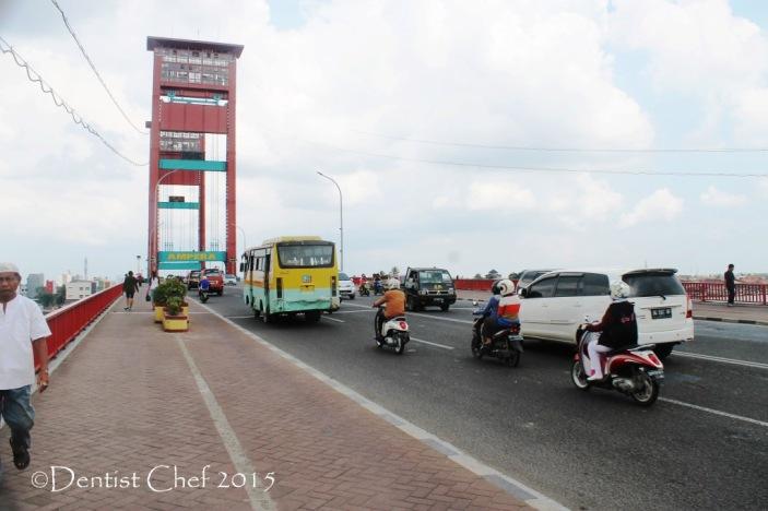transportasi jembatan ampera toyota agya travelling blog competition