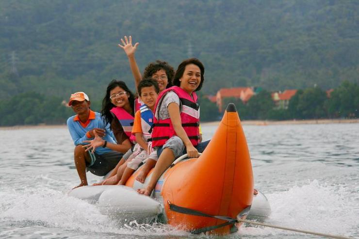 suasana-banana-boat-danau-opi-palembang