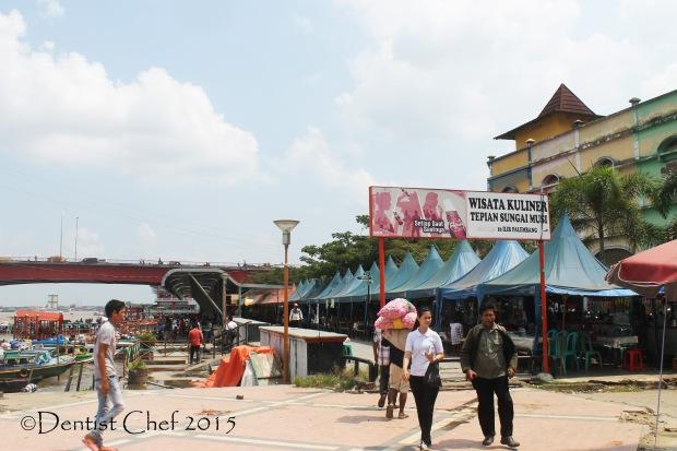 wisata kuliner palembang tepi sungai musi food court riverbank