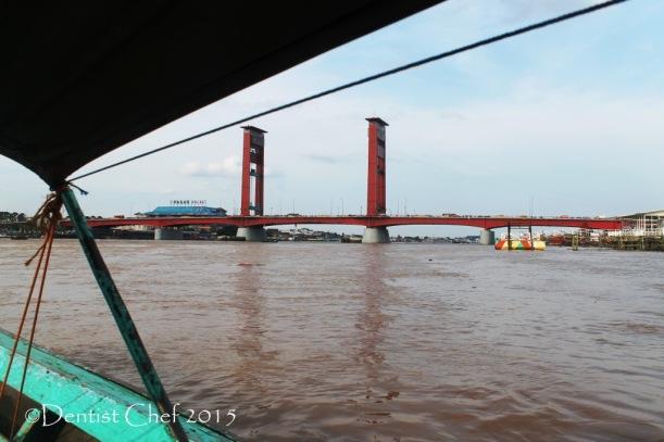 wisata sungai musi jembatan ampera palembang menyusuri sungai